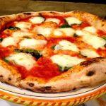 La pizza con il robot da cucina